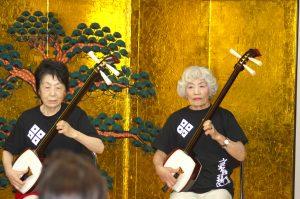 京極流三味線の演奏会の様子です
